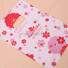 The Most Popular plastic packaging bag/the flowers is printed on the handle gift&shopping bag