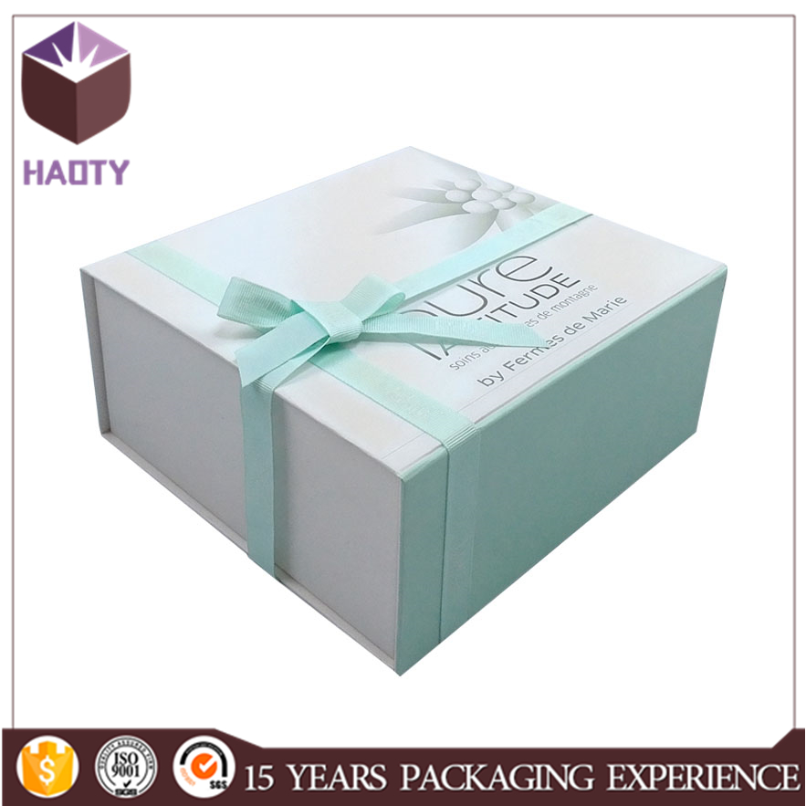 Luxury foldable cardboard shoe box with tissue paper