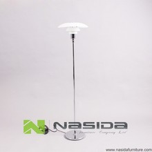 LP278 M Poul PH 3/2 Floor lamp in bedroom