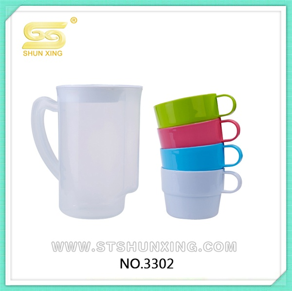 2017 excellent quality cheap portable travel plastic water jug with cup