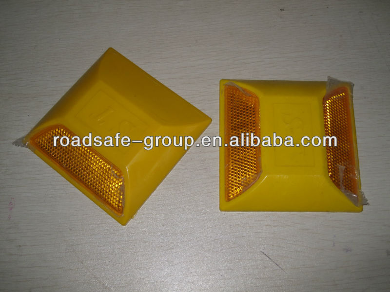 Plastic reflector road stud/ traffic road studs/ safety equipment