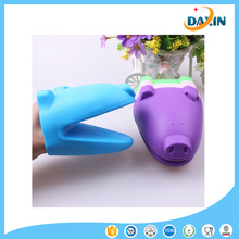 OEM pig shape silicone oven mitt/silicone gloves