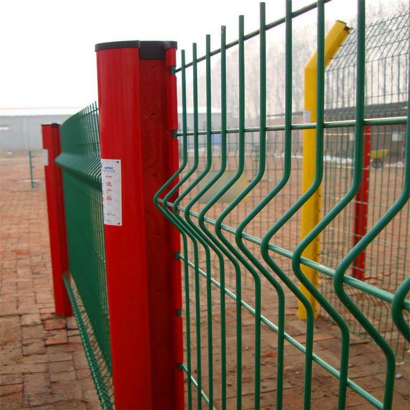 Coated welded wire mesh to garden fence protection