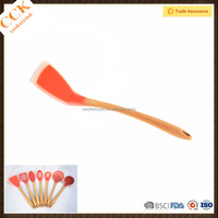 BSCI Audit Factory Cooking Utensil Silicone Frying Turner With Wood Handle