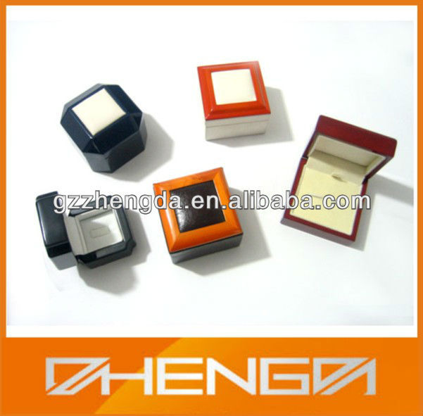 High quality customized made-in-china small leather pendant jewelry boxes (ZDS-SE039)