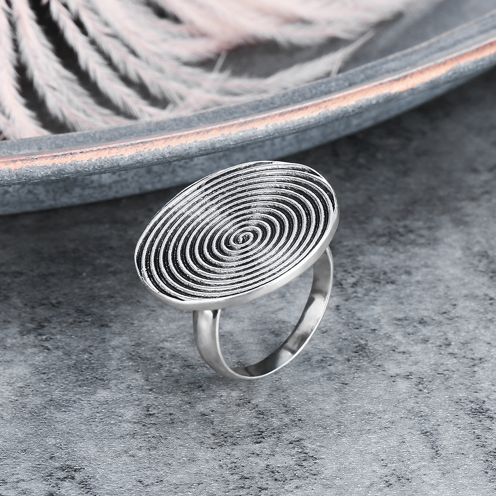 Mytys Flat Round Surface Statement Ring for Women Antique Retro R2085