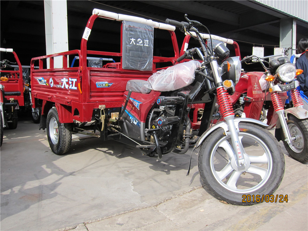 China D motorcycle 150cc dumper cargo tricycle/three wheel motorcycle/gasoline motor tricycle