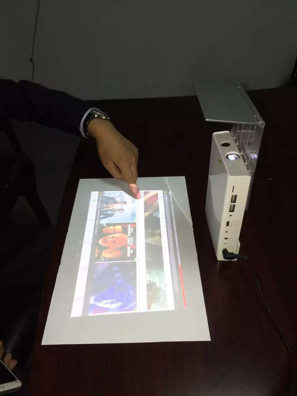 Touch mini projector work as a 16inch pad 200inch for Laptop pico projector