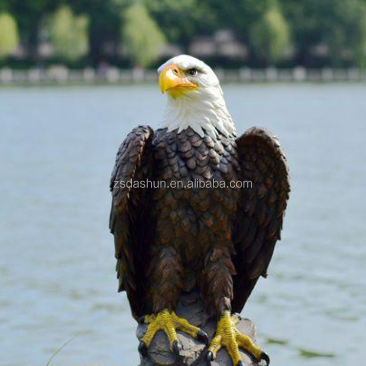 Resin natural color eagle sculpture Animal figurine ornaments arts & crafts eagle statue for home decor