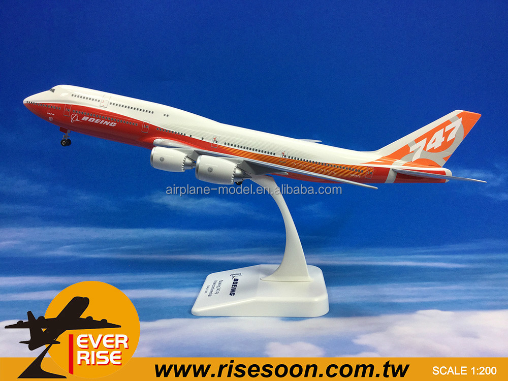 Boeing 747-8 Plastic Stand Scale 1:200 Airplane Model