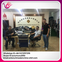 Guest from the United States Souring fabrics in the keqiao fabric market