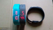 Cheap customized personalized wrist watch,digital silicone wrist watch with LED