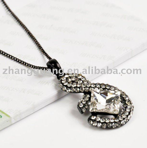 Hot sale latest fashion crystal letter S necklace