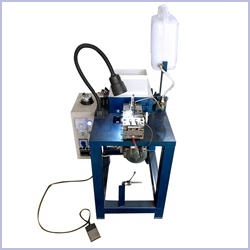 Semi-automatic shoelace tipping machine