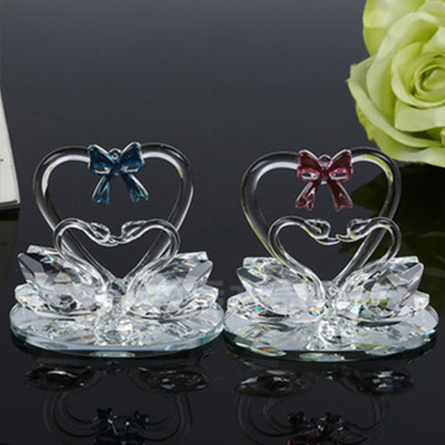 Bride favors kiss crystal swans figurines for wedding party and gifts