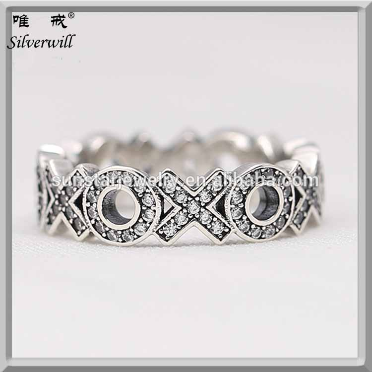 Sparkling Hugs and Kisses .925 sterling Silver XOXO Band Ring for lovers