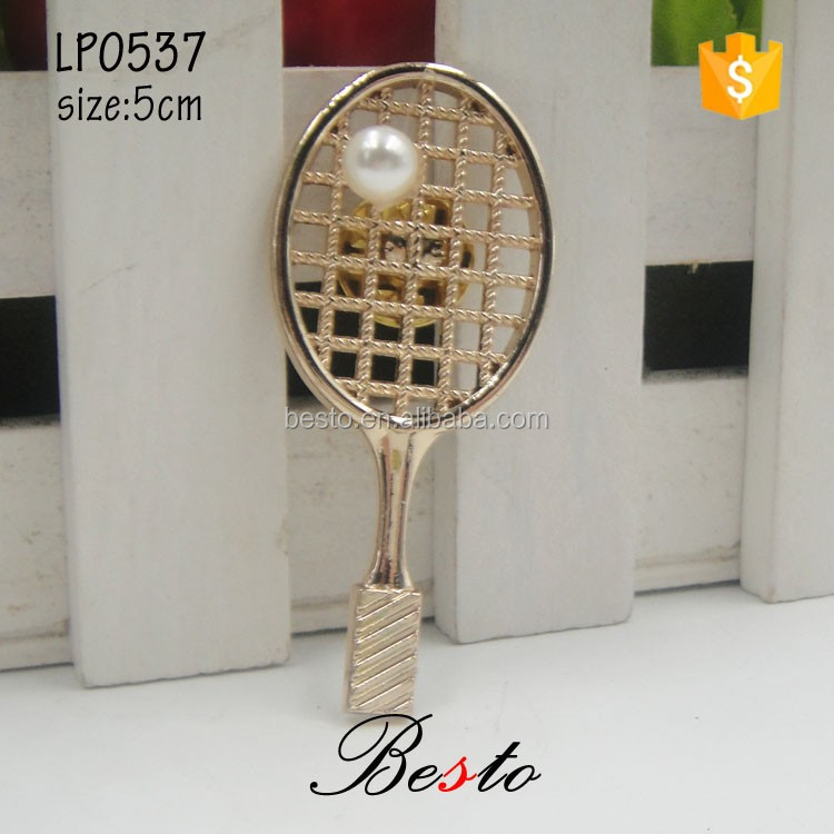 The new style gold tennis racket shape lapel pin for the men's suits