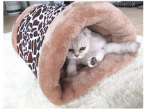 New design folding cave dog bed, triangle pet bed for dog cat