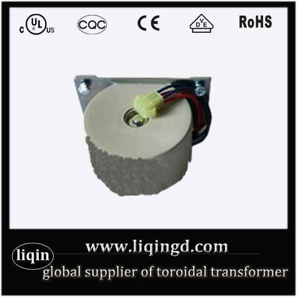 Single phase pole mounted transformer for machines