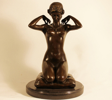 Metal Craft Life Size Bronze Naked Sitting Woman with Necklace Statue