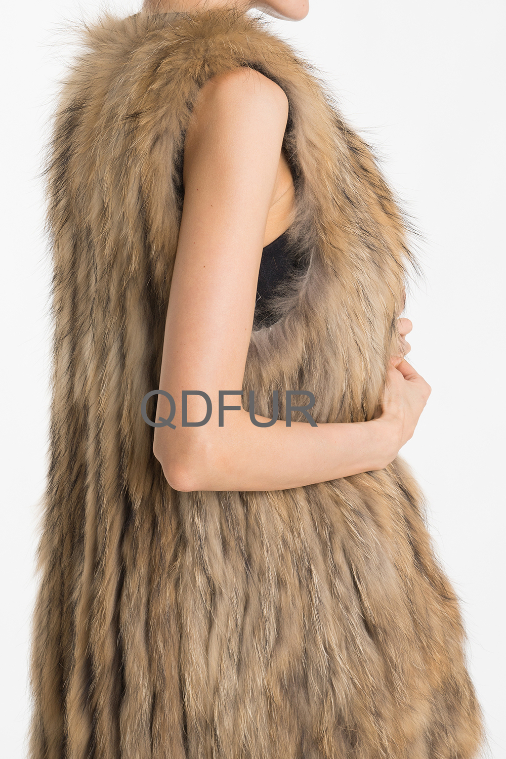 QD70727 Knitted Natural Brown Striped Raccoon Fur Sleeveless Woman Long Vest