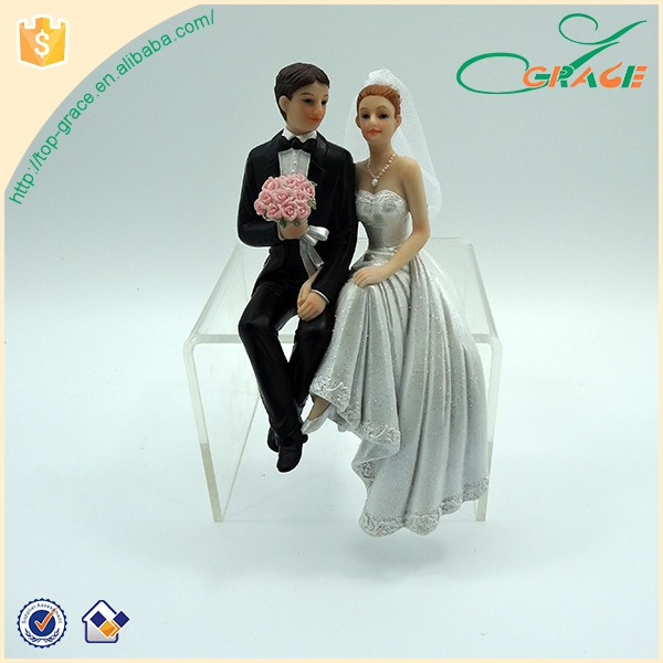 Hand in hand Couples Polyresin Statue Wedding Favors Gifts