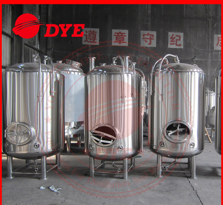 stainless steel jacketed and insulated bright beer tank with side manway