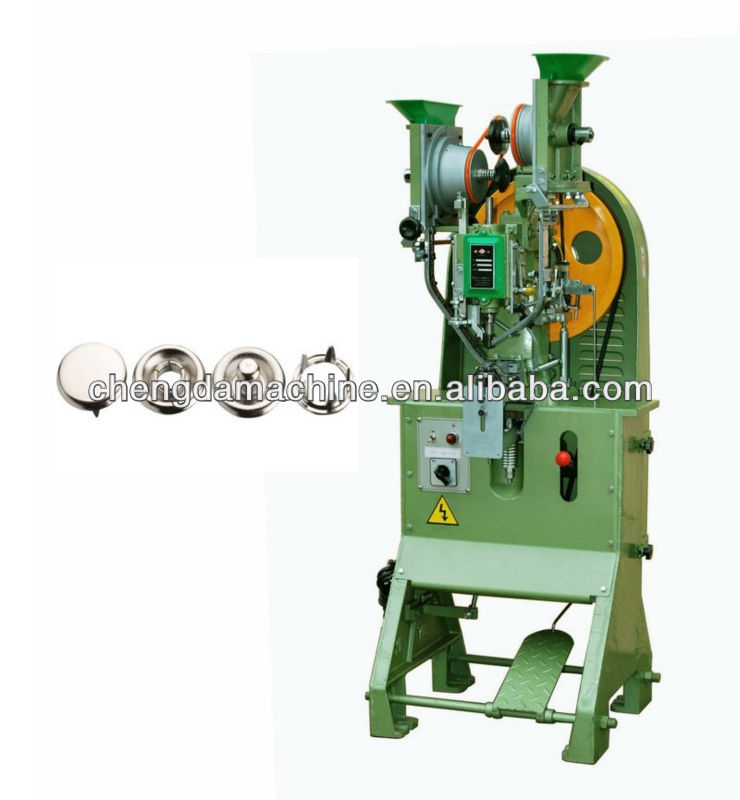 Prong snap fastening machine