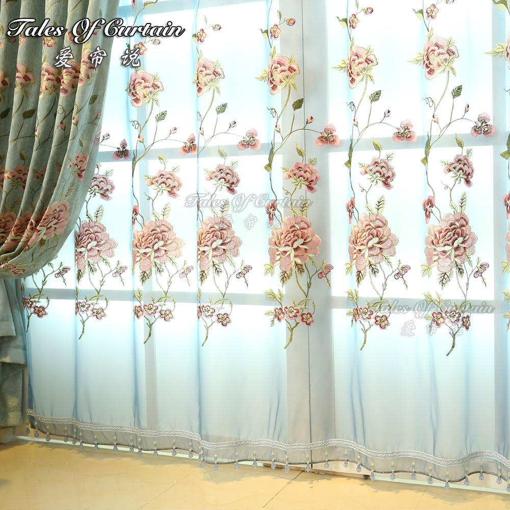 The simple romantic curtain for living room or bedroom