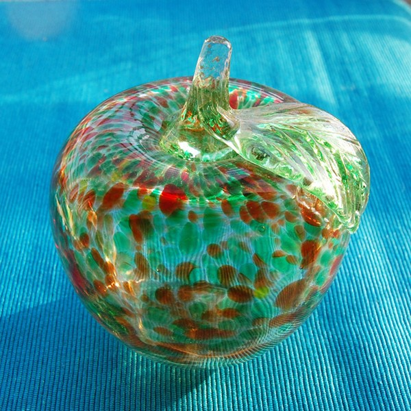 Wholesale Hot Selling Small Hand-blown Colored Decorative Glass Apple