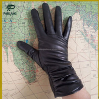 Latest design winter fashional ladies wearing leather gloves with snug wrist