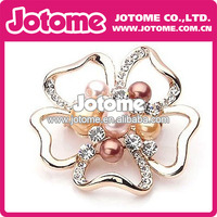 beautiful flower rhinetone pendant/brooch with pearl middle