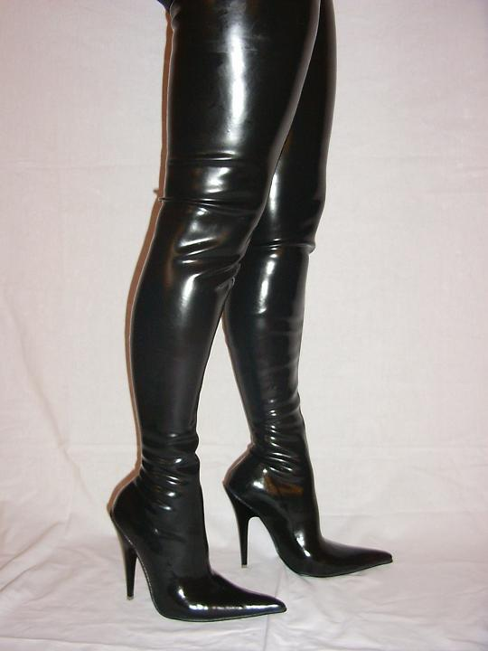 "BLACK END RED LATEX RUBBER HIGHS BOOTS SIZE 5-16 HEELS-5,5""- PRODUCER- POLAND"