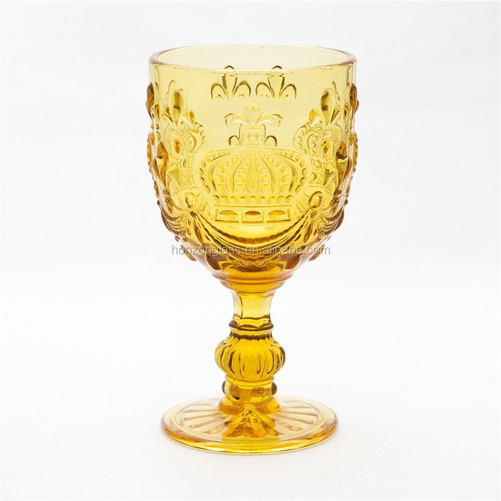 2015 New design cheap colored glass goblet
