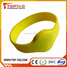 Alibaba Online Shopping Silicone RFID Wristband Price Custom Waterproof RFID Wristband