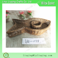 Wholesale wicker crafts fish shaped wicker snacks candy gift tray basket shop display baskets