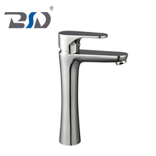 New Copper Single Handle Hot & Cold Water Faucet Kitchen Bath Basin Mixer Tap Brass Antique Basin Faucet Outdoor
