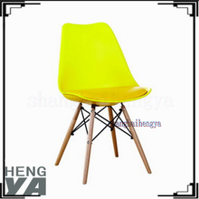 New style designer legs wood base plastic chair weight