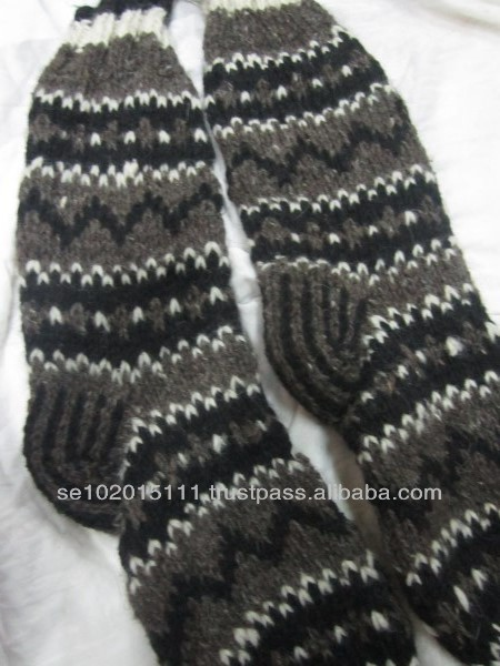 Scandinavian ethnic pattern wool hand knitted socks