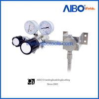 High purity gas regulator