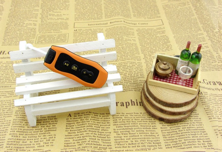 2016 waterproof digital mp3 player with Convenient clip, MP3/MP4 player