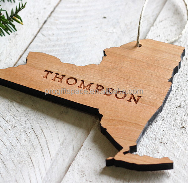 2017 fashion hot sales hand craft gifts wholesale wood map shape tree wall decoration wooden hang tags with words made in China