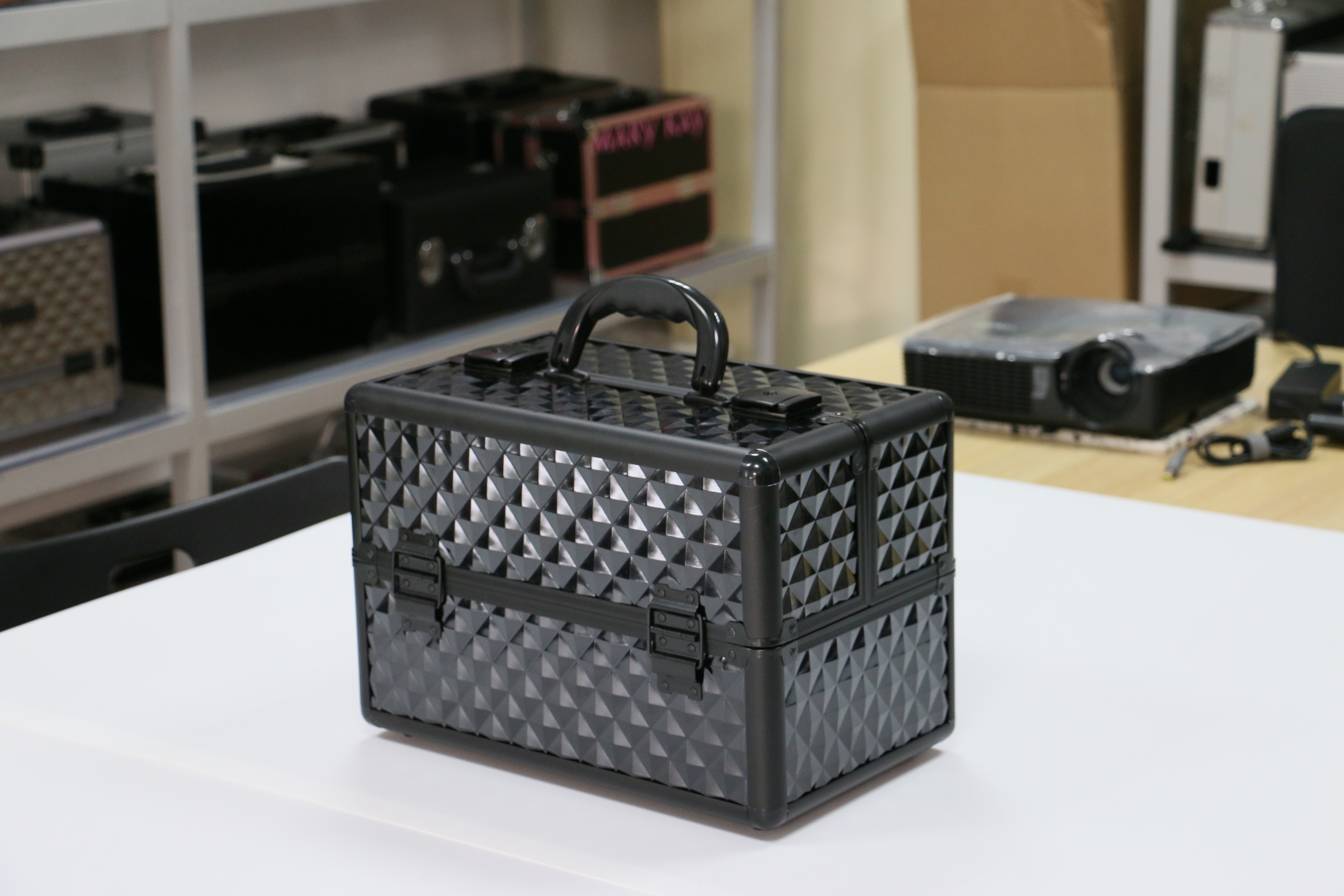 Top Selling Cosmetic Case with clasp with multi-compartments Large capacity Box