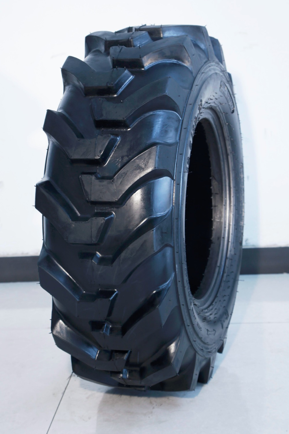 backhoe loader tyre, 16.9-28, broadway brand,Armour technician,also applicable for tractor