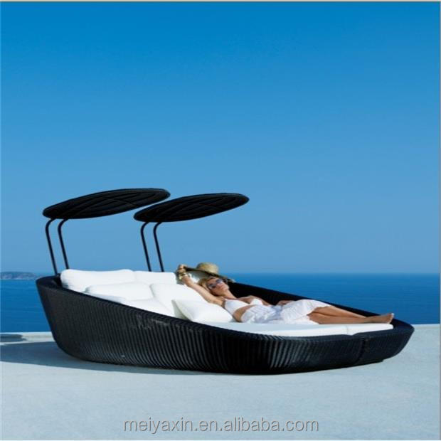 Cheapest price wicker hotel outdoor daybed rattan pool sunbed with canopy
