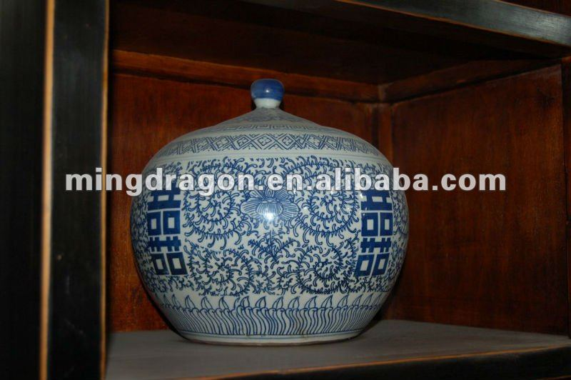 Chinese antique blue and white porcelain Jar