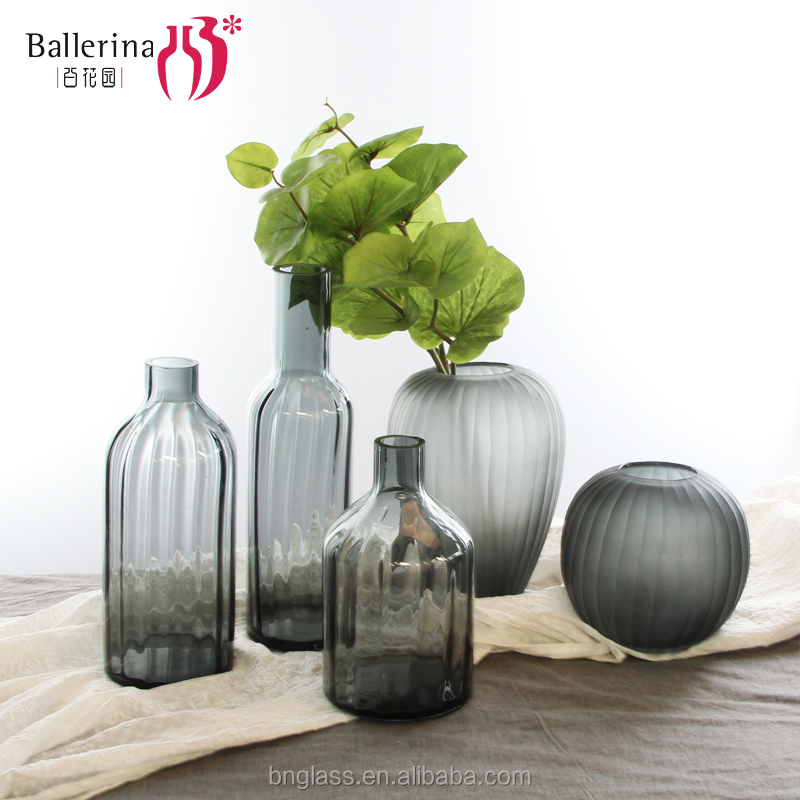 Factory price frosted different types vase modern colored glass vase compatible with home