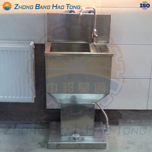 Washing basin with knives sterilization function for cattle slaughter house equipment