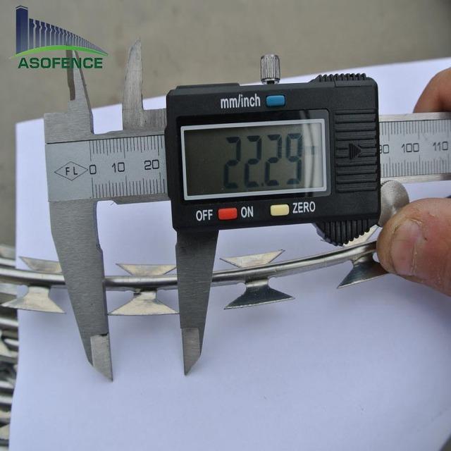 SS304 5 clips BTO 22 730mm coil diameter 11kg weight razor wire