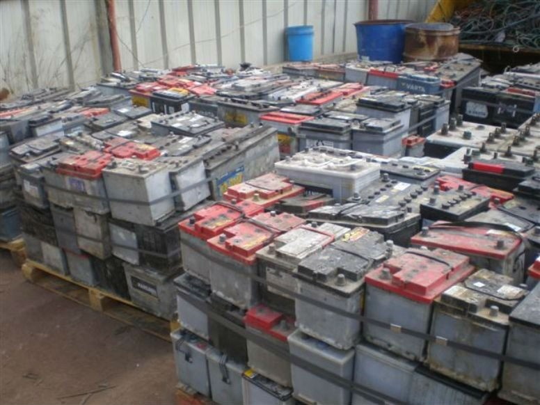 Car and truck scrap dry lead acid batteries available in Bulk.